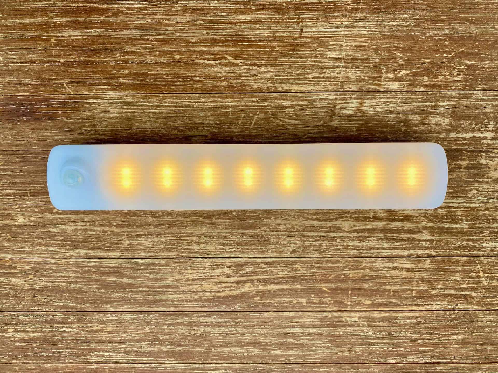 AUVON-wiederaufladbare-Schrank-Beleuchtung-eingeschaltet