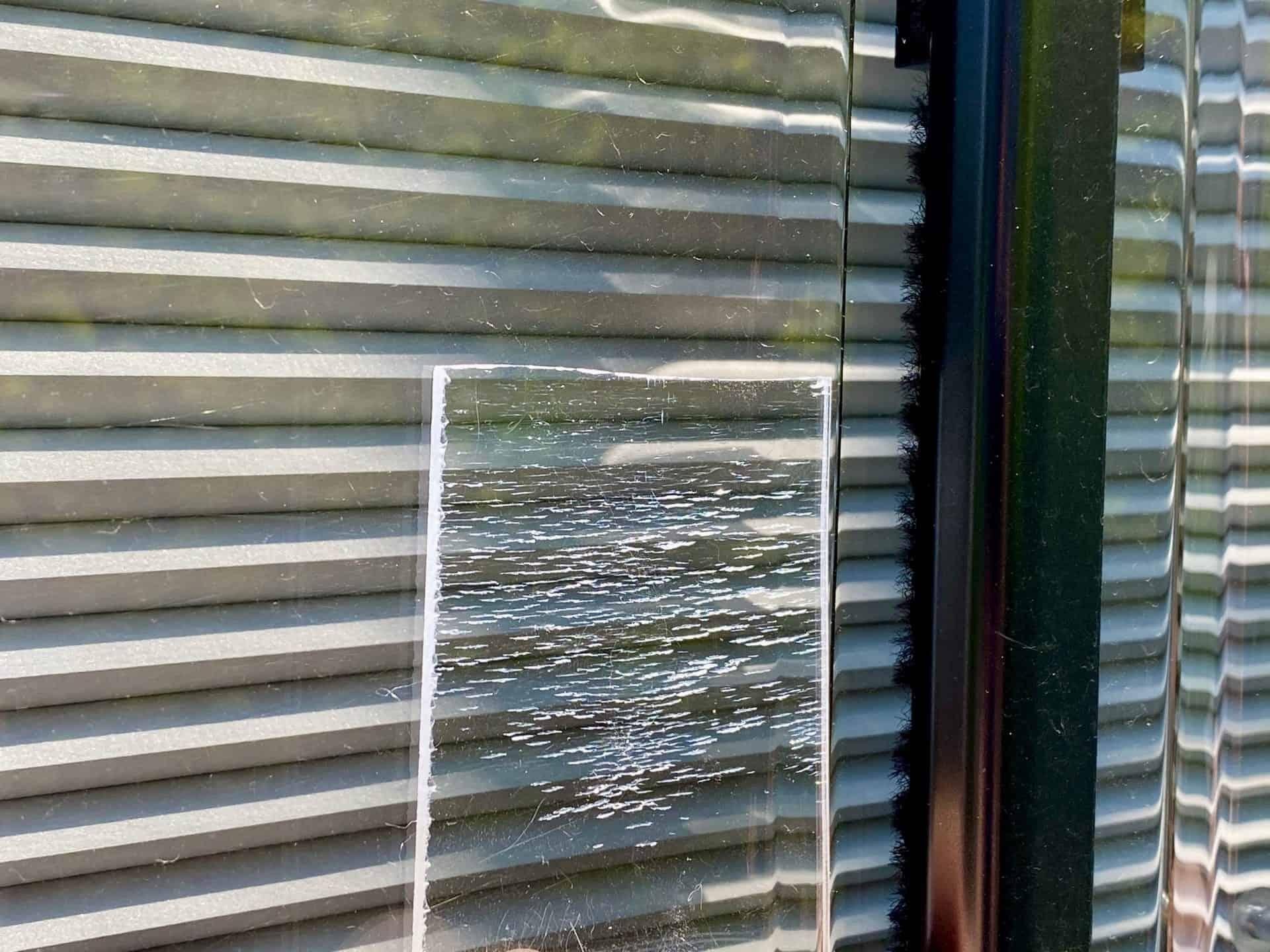 Acrylglas-richtig-pflegen-Versuch-2-Minuten-in-Spiritus-erzeugt-Risse-Wohnmobilfenster