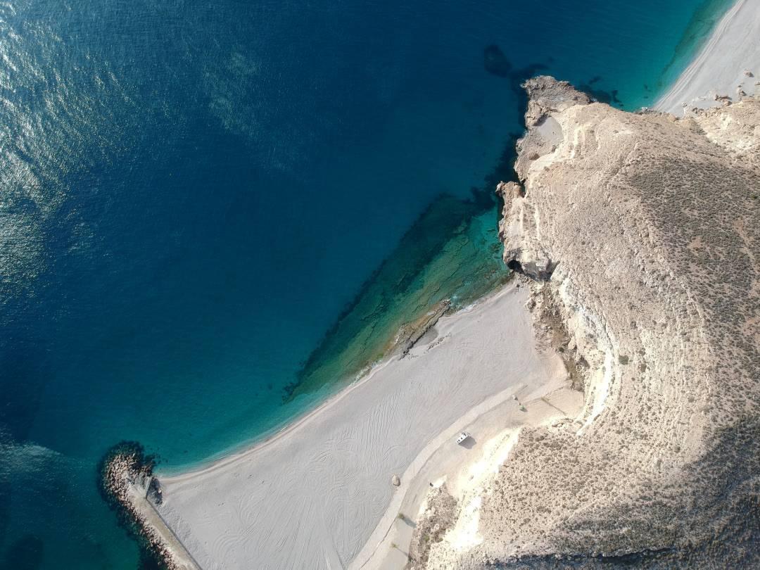 DJI Cabo de Gata Strand senkrecht unten