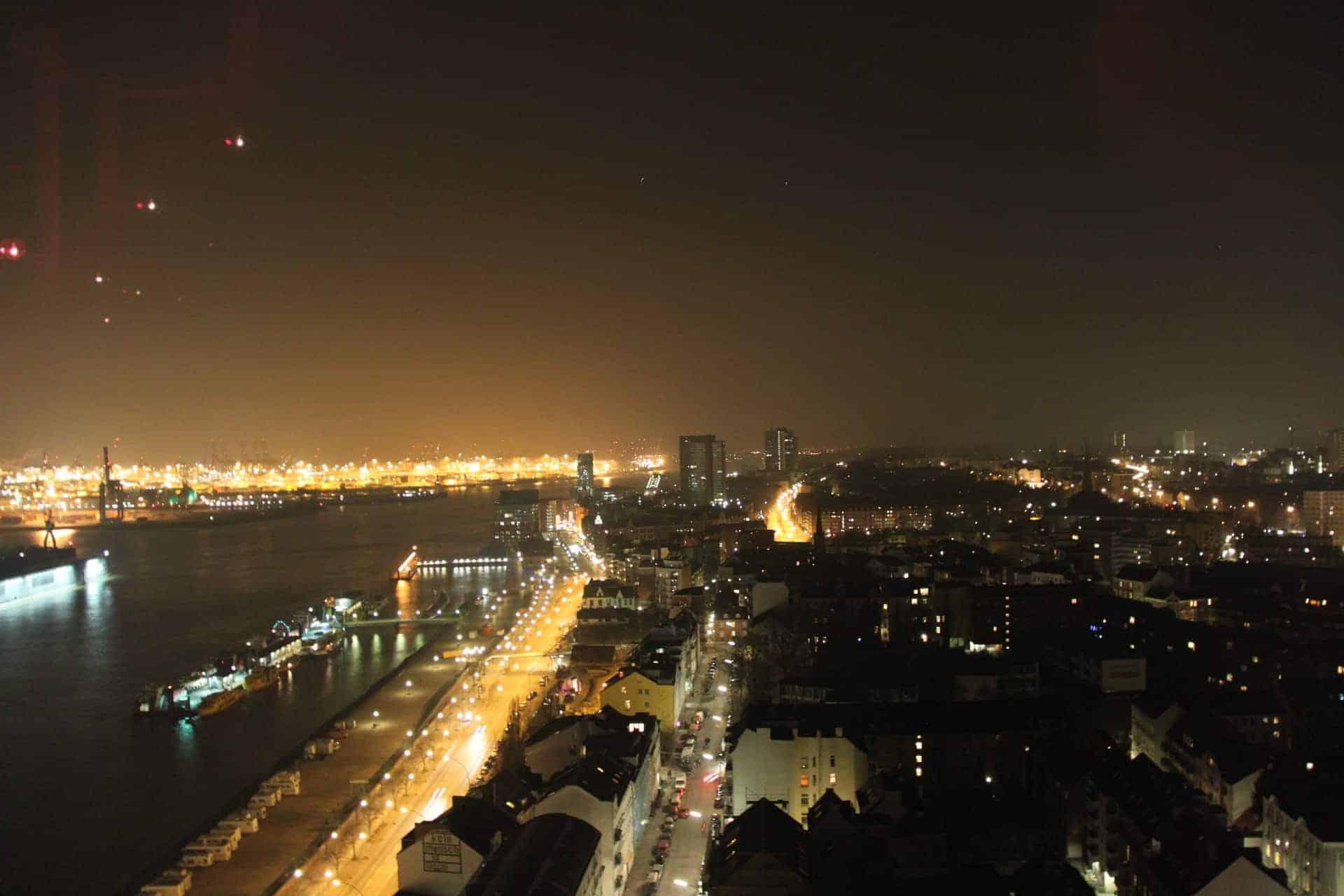 Hamburg_Hafen_bei_Nacht