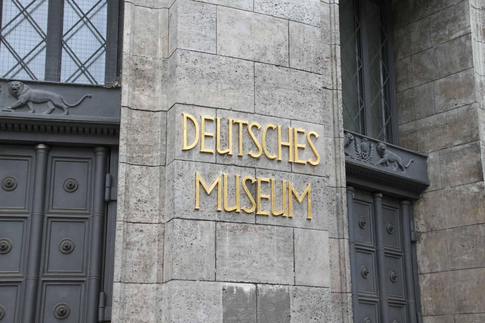 München_Deutsches_Museum_Eingang
