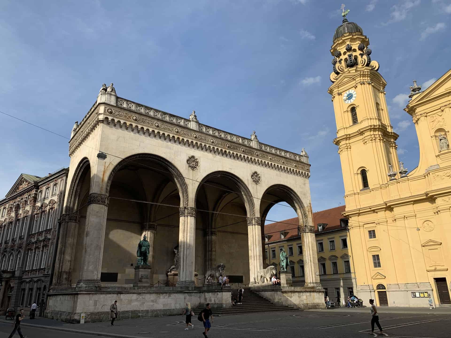 München_Odeonsplatz_Feldherrnhalle_Theatinerkirche