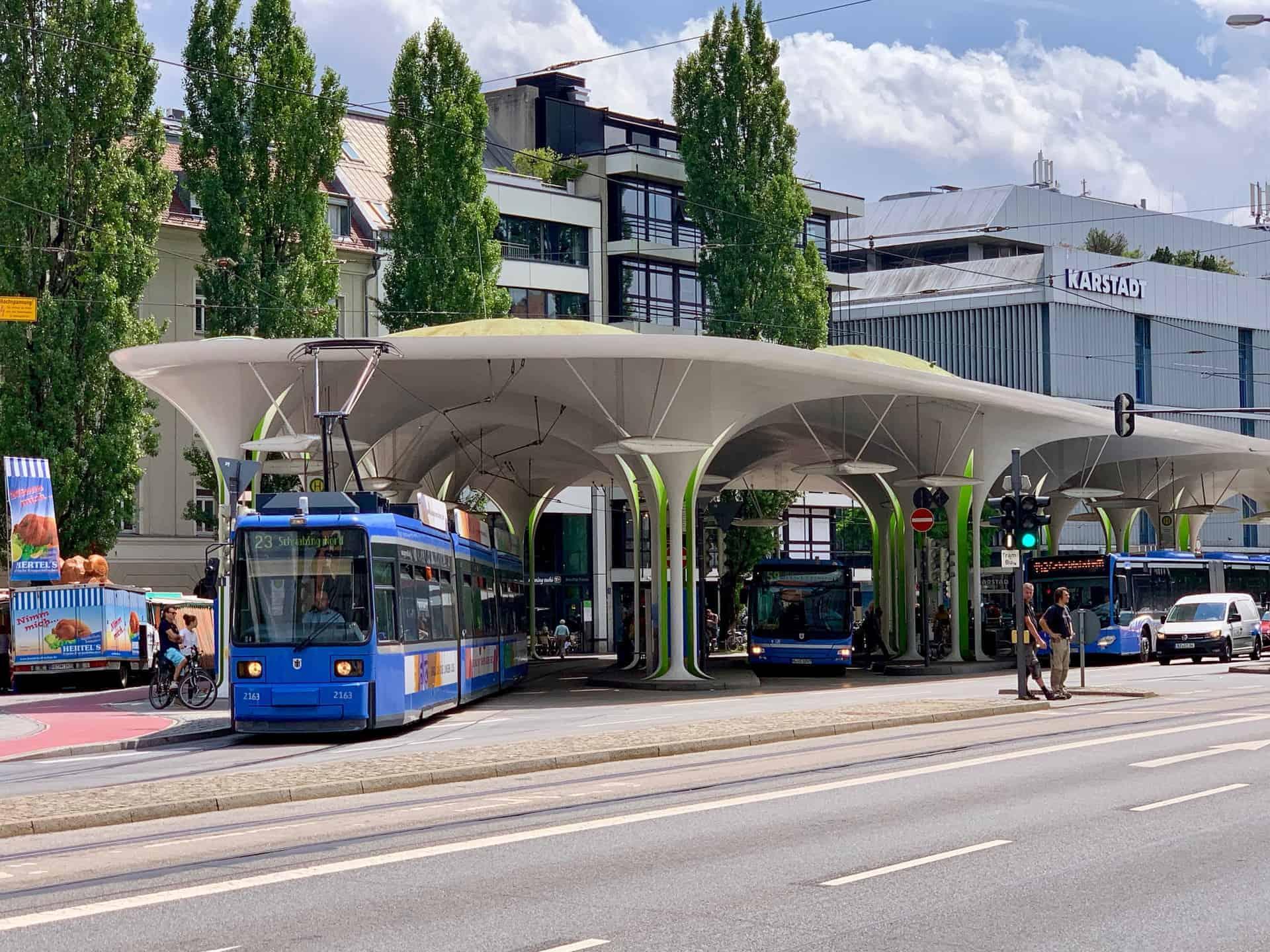 Münchner_Freiheit_Tram_Bus_Bahnhof
