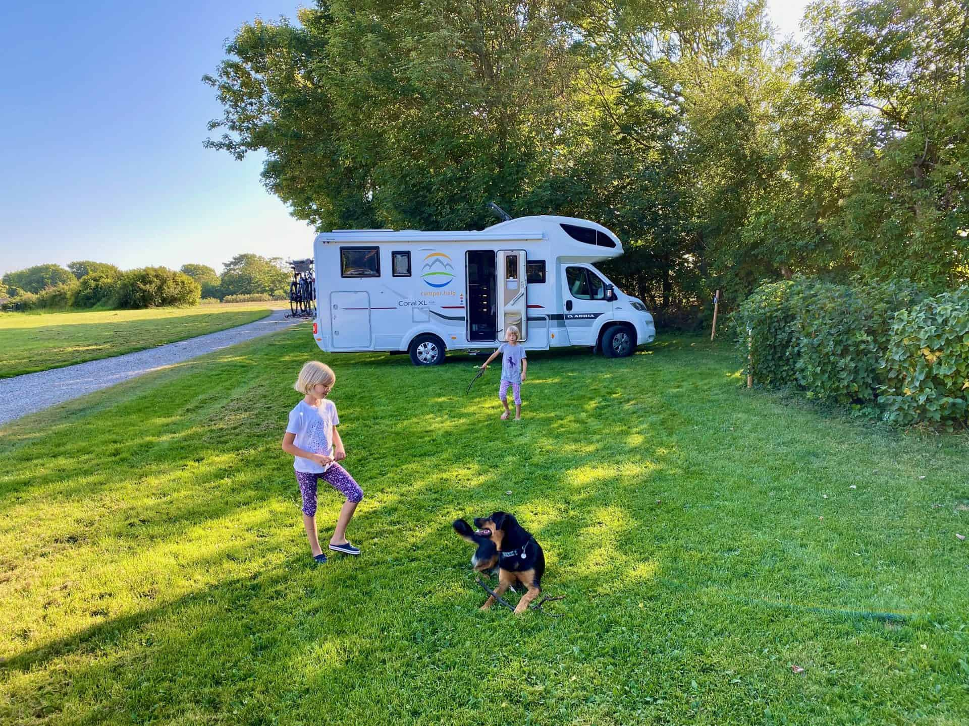 Reise-Wohnmobil-Daenemark-Kastrup-Kirkegaard-Meine-Kids-und-der-Hund-Bamse